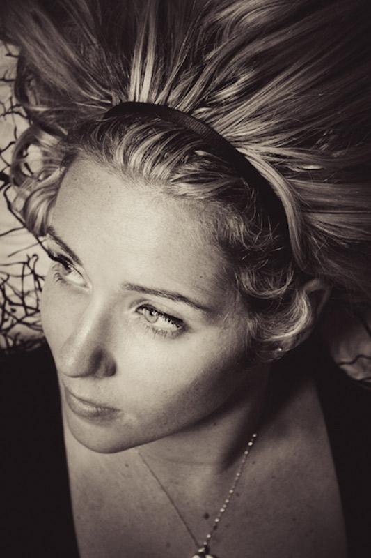 PORTRAITS_Elle_face